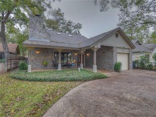 402 Meadowlakes DR