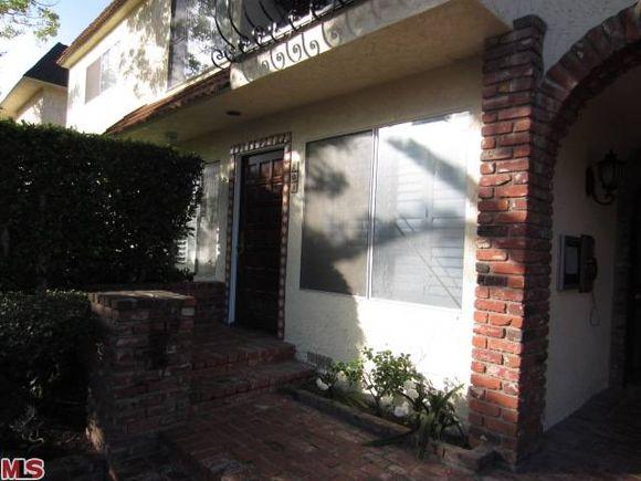 1323 South Carmelina Avenue Unit 101